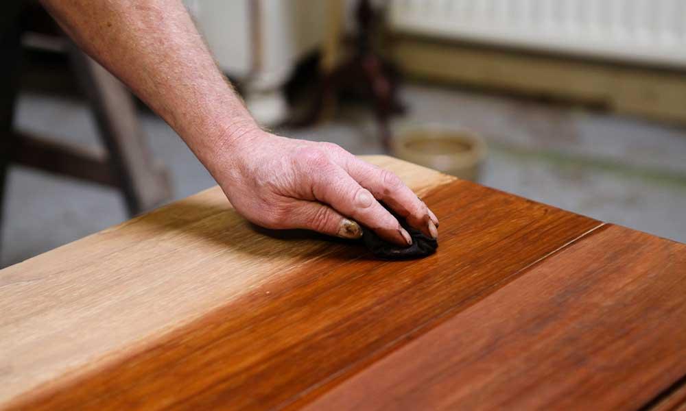 ¿Cuándo aplicar cera en muebles de madera antiguos?