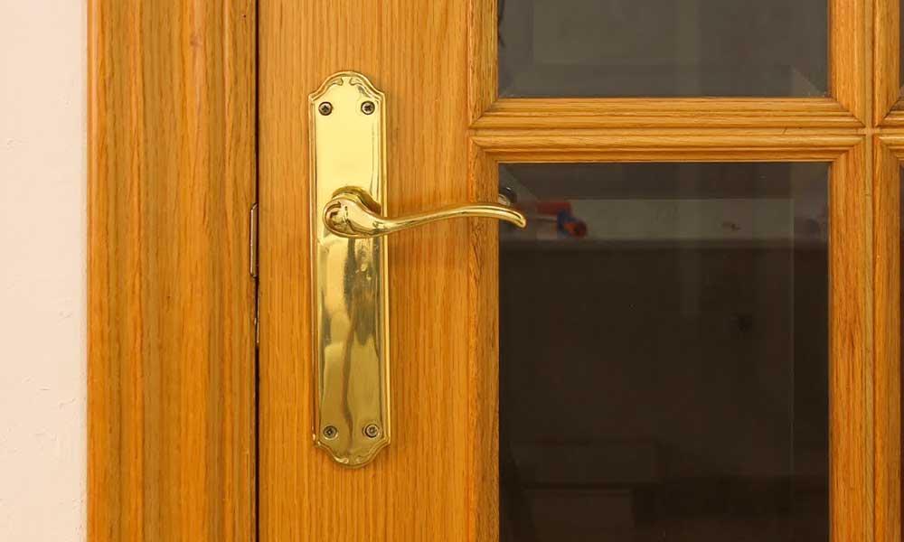 ¿Cómo lijar una puerta de madera?