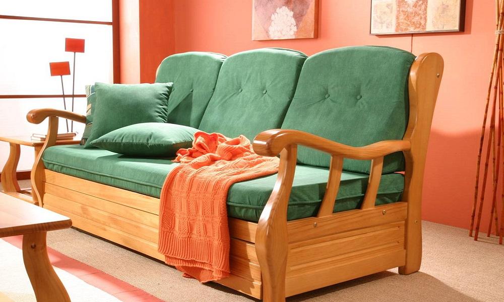 ¿Cómo restaurar un sofá antiguo de madera?